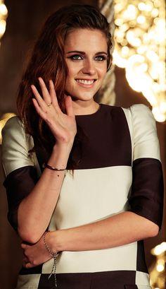Kristen Stewart & her Twilight costars kick off their final press tour! she looks so nice when she smiles!!!