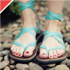 flipflops with a Tom's-like mission to help others