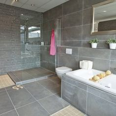Zwarte tegels badkamer