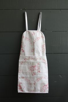 Cabbages and Roses - Bees House Apron
