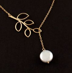Chic Botanical Freshwater Pearl Lariat Necklace in Gold
