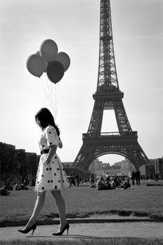 Eiffel tower balloons paris, eiffel tower, polka dots, towers, dream, black white, balloons, bucket lists, photographi