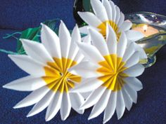 Как сделать цветы ромашки из бумаги своими руками видео