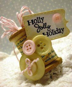 #Spool #Button #ornament #Christmas #tree #inspiration