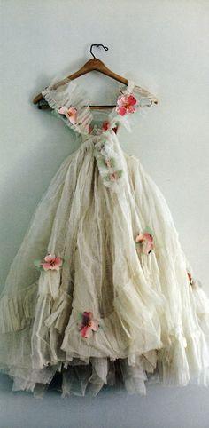 lovely wedding dressses, bohemian weddings, paper flowers, fairi, ballet costumes, flower girl dresses, vintage ballet, fairy dress, flower girls