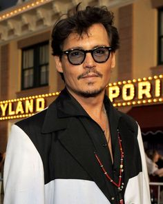 Happy 5-0 to the ever youthful Johnny Depp today!