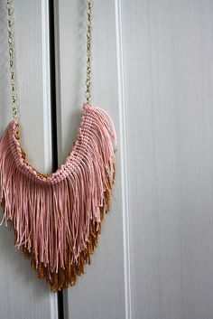 DIY - Hazlo tu mismo - DIY Fringe Necklace from The Little Tiny