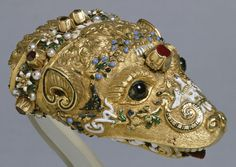 Marten's head choker:  English: This jeweled marten's head is nearly identical to that attached to the fur held by the countess in Veronese's portrait of Countess da Porto (Walters 37.541) and is displayed here in a similar way, ca. 1550.