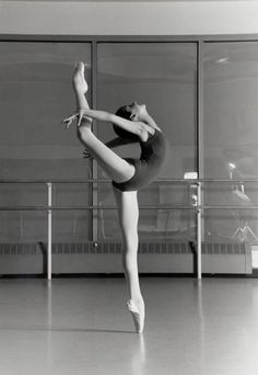 Dancer.  #ballet  #photography  #blackandwhite