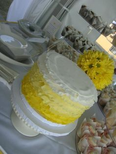 Yellow ombré cake with cupcakes