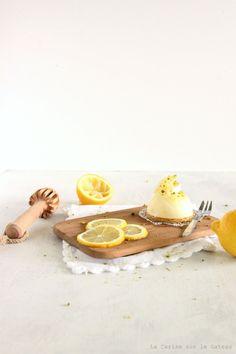 dôme citrOn (mousse légère au citron, coeur panna cotta vanille et lemon curd, biscuit aux amandes)
