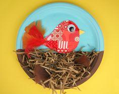 Kid Inspired Birds Nest / Summer Camp | Fiskars. Visto en: http://www2.fiskars.com/Kids-Activities-School/Projects/Kids-Crafts/Summer-Camp/Kid-Inspired-Birds-Nest