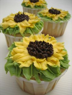 #Sunflower #Cupcakes - We love and had to share! Great #CakeDecorating!