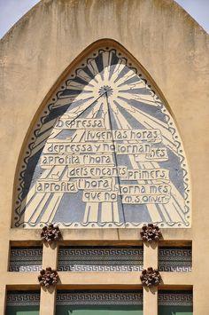 Vallvidrera, Barcelona, Rellotge de sol a la façana de la Torre de Sant Joan Baptista, 1909. Arquitecto: Ramon Ribera | Photo by Josep Bracons
