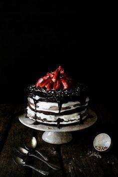 Chocolate Meringue Layer Cake | Pratos e Travessas