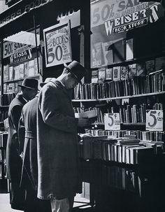 Andreas Feininger Fourth Avenue book store,