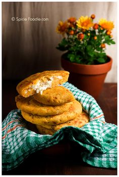 Spicy Cheese Pupusas or El Salvadoran Corn Cakes (made with yellow corn flour) | Pupusas de Queso
