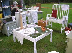 The bench in the back: Drop-sided cribs aren't supposed to be used any longer - a perfect way to recycle them!