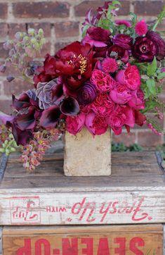 Gorgeous floral design, love the tonal blend and asymmetrical shape