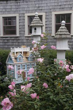 Pretty Nantucket garden....