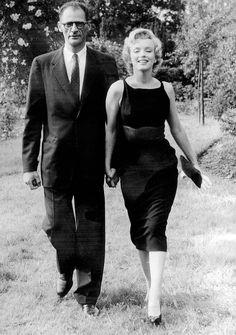 1950s womens dresses  marilyn-monroe-1957-02.jpg
