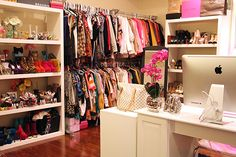 Love the home office in the amazing closet!