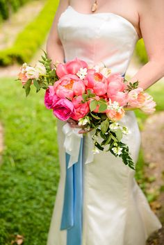 We love this #weddingbouquet filled with bright pink peonies!