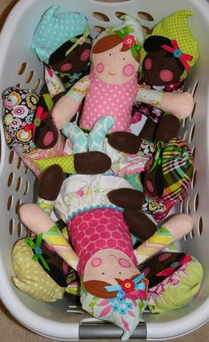 Can't wait to make these. Great way to use fabric leftovers.  PRECIOUS!