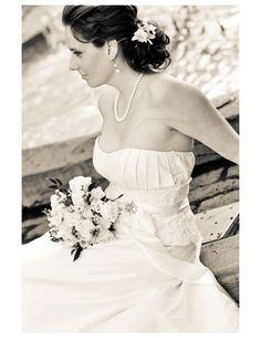 Hair, bouquet, dress = heart