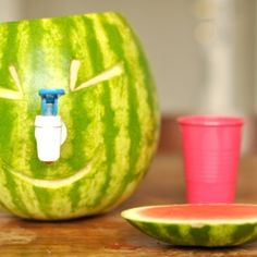 What if we could make a watermelon tap? (in Spanish)