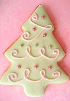 Christmas Tree Cookie ~ love this design!  (No recipe)
