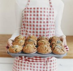 Oh, what to do with a bucket of blueberries.  Why, make muffins! Love the simplicity of this recipe.