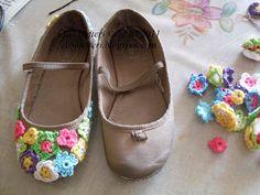crochet flowers, little girls, comfy shoes, craft books, crochet motif, crocheted flowers, old shoes, girls shoes, ballet shoes