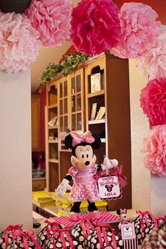 mous birthday, mickey mouse, pom poms, birthday parties, paper flowers, favor boxes, 2nd birthday, minnie mouse party, minni mous