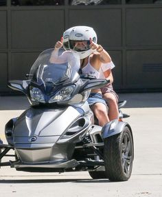 Miley Cyrus Takes Her Sister Noah for a Ride, Forced to Call Police | Cambio