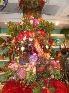 Victorian Garden Christmas tree theme, Winward Designs Dallas Market Christmas decorating http://www.ShowMeDecorating.com