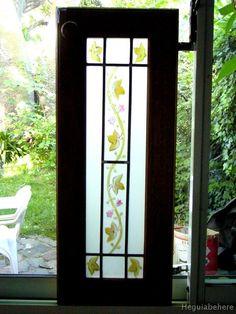 puerta con vitraux Puertas con vitrales pintados acompa�ando el dise�o de las guardas que tiene la ceramica en la cocina.-  #vitraux  #vidrio   #glass-art  #vetrata-decorata