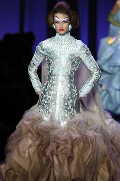 Queen of the Others - Christian Dior Haute Couture s/s 2004