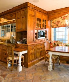 Stained Wood Crown Molding Design, Pictures, Remodel, Decor and Ideas - page 19