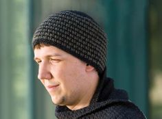 It's hard to find the right hat for guys, but this crochet beanie is just right! Free pattern.