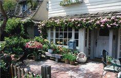 Google Image Result for http://images.landscapingnetwork.com/pictures/images/500x500Max/site_8/front-cottage-garden-maureen-gilmer_1631.jpg