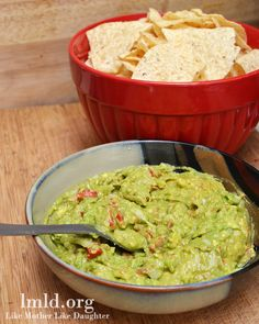 Homemade guacamole. Easy and delicious! #lmldfood