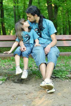 takie same koszulki dla taty i syna/ matching t-shirts for father and son  zdjęcie pochodzi z bloga: http://aparatmojedziecko.blogspot.com/2013/05/blog-post_8.html