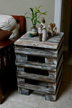 Reclaimed Pallet Side Table ** Follow all of our boards** http://www.pinterest.com/bound4burlingam/