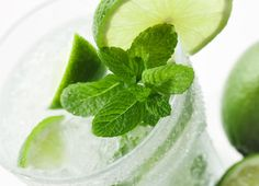 Nojito  10-12 fresh small spearmint leaves   1/2 lime, juiced   7 oz sprite zero or club soda   1 tbsp sugar or Splenda   crushed ice   59 cal