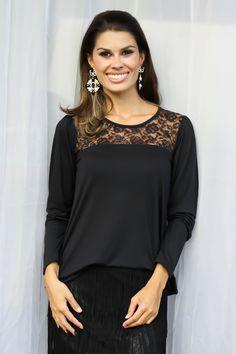 Blusa em Liocel Com Renda Preta - Blusa em malha liocel, manga longa, com recorte de renda na frente e detalhe de franja atrás. Preço: R$44.90