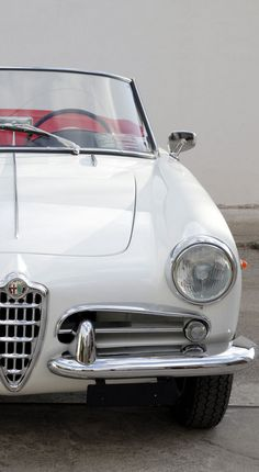 Get some Italian passion into your life with this cute Alfa Romeo Spider. Check it out this #ThrowbackThursday