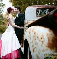 Rockabilly wedding / picture pose idea