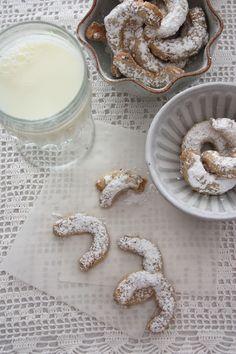 Cuernitos de Nuez (Butter Pecan Cookies)