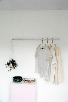 DIY: hanging wardrobe rail